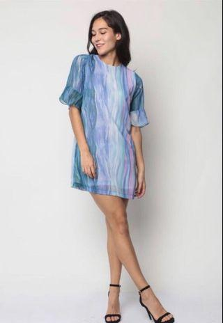 Dressabelle Flare Cuff Detail Shift Dress (Blue Abstract)