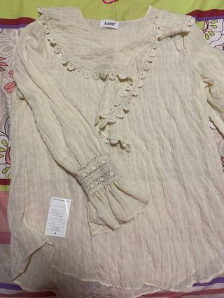 🚚 Made in korea brand new beige Long sleeve lace blouse