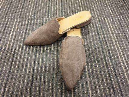 SUEDE SUPER COMFY EASY SLIP ON COVERED TOE FLATS -0388(BROWN)