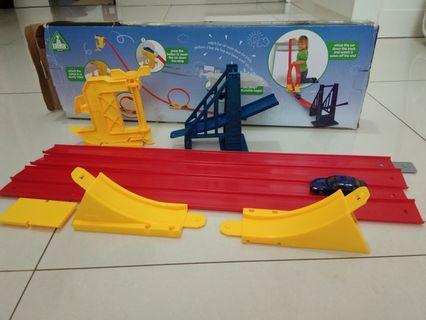 ELC Gravity Loop Set car toys