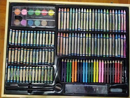 (九成半新)213色 顏色筆套裝