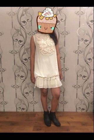 Beige Cream ruffle sleeveless tube one piece dress with frill neck detail / Dress terusan krem tanpa lengan