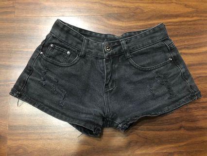 🚚 黑色刷破短褲