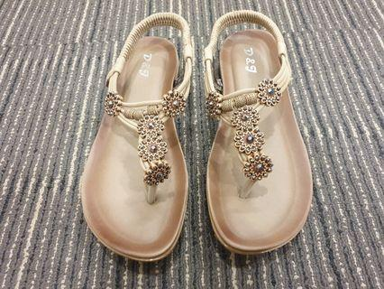 HIGH QUALITY AND COMFORTABLE PADDED SANDALS WITH FLOWERS AND BEADS - K53-9(APRICOT)