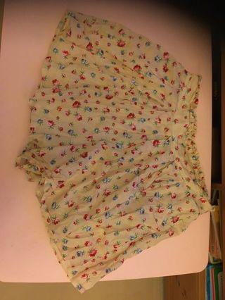 Cream Brûlée 花花短裙褲