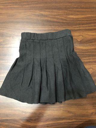 🚚 灰黑色百褶裙(有內襯)