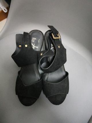 Wedge in black