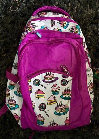 Smiggle back pack purple / cup cakes
