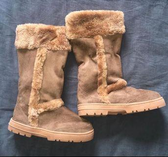 Womens Ugg boots size 7 tan