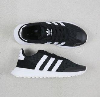 🚚 adidas 運動鞋
