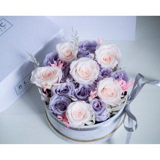 🚚 Preserved flowers in box arrangement