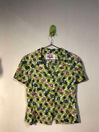 🚚 古著 亮綠可愛花花襯衫