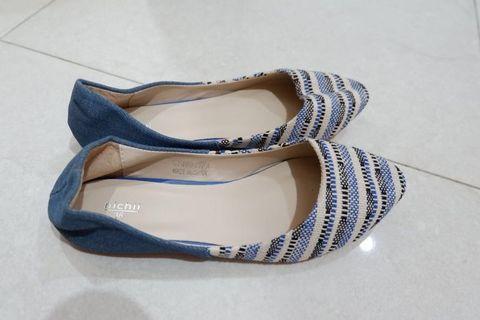 Sepatu biru new