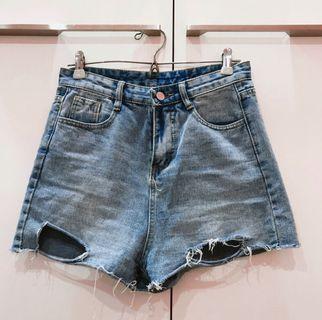 🚚 淺藍包臀顯瘦短褲