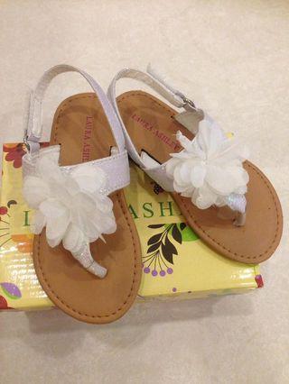 🚚 Laura Ashley sandals