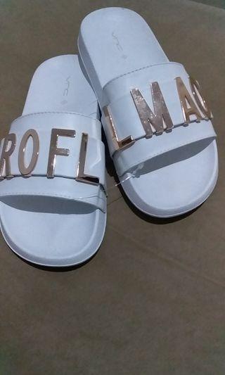 Sandal putih unik VnC