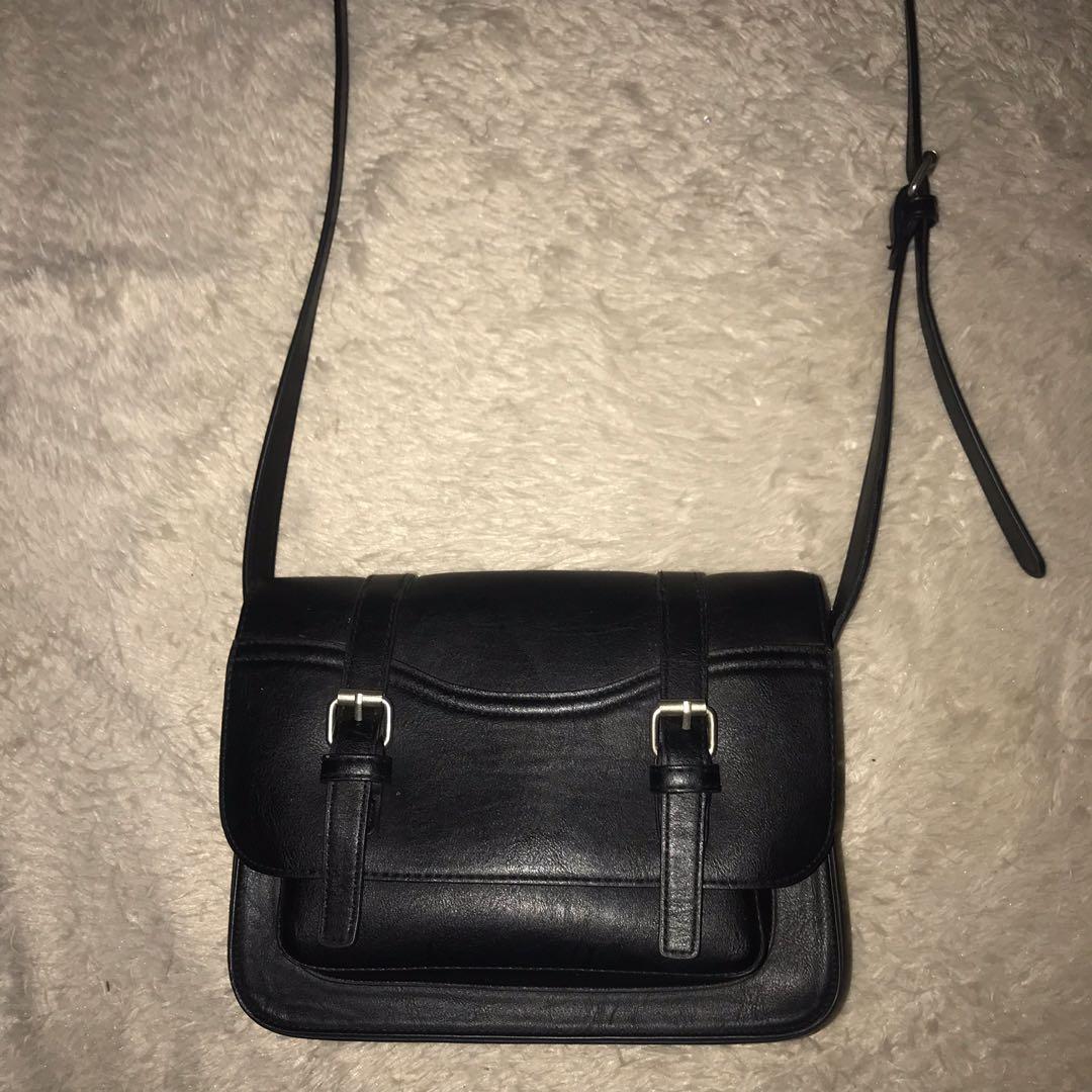 BERSHKA Black Crossbody bag / Tas Selempang Hitam