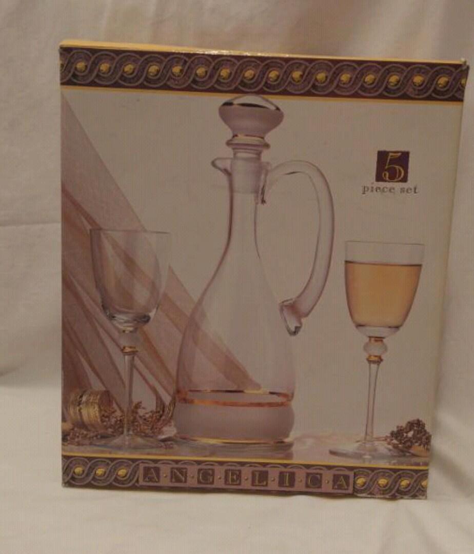 BNIB 5 Piece Wine Set