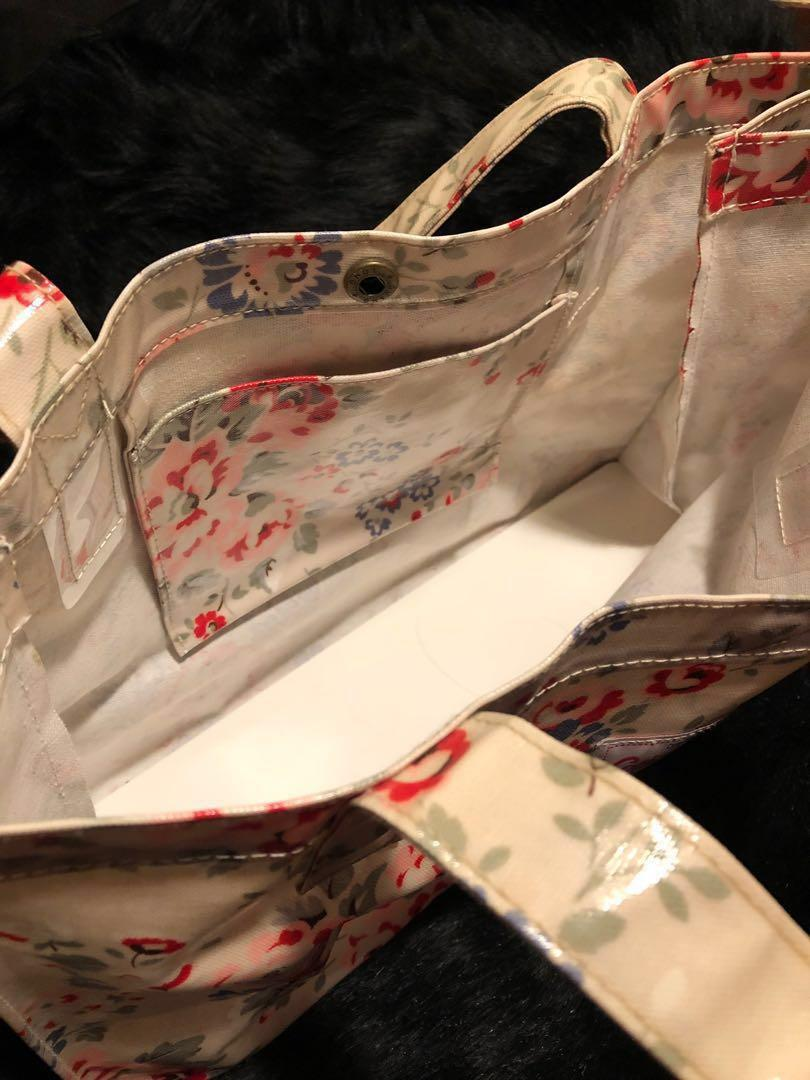 Cath Kidston Floral Waterproof Beach Bag// 防水大袋 #sellmybags