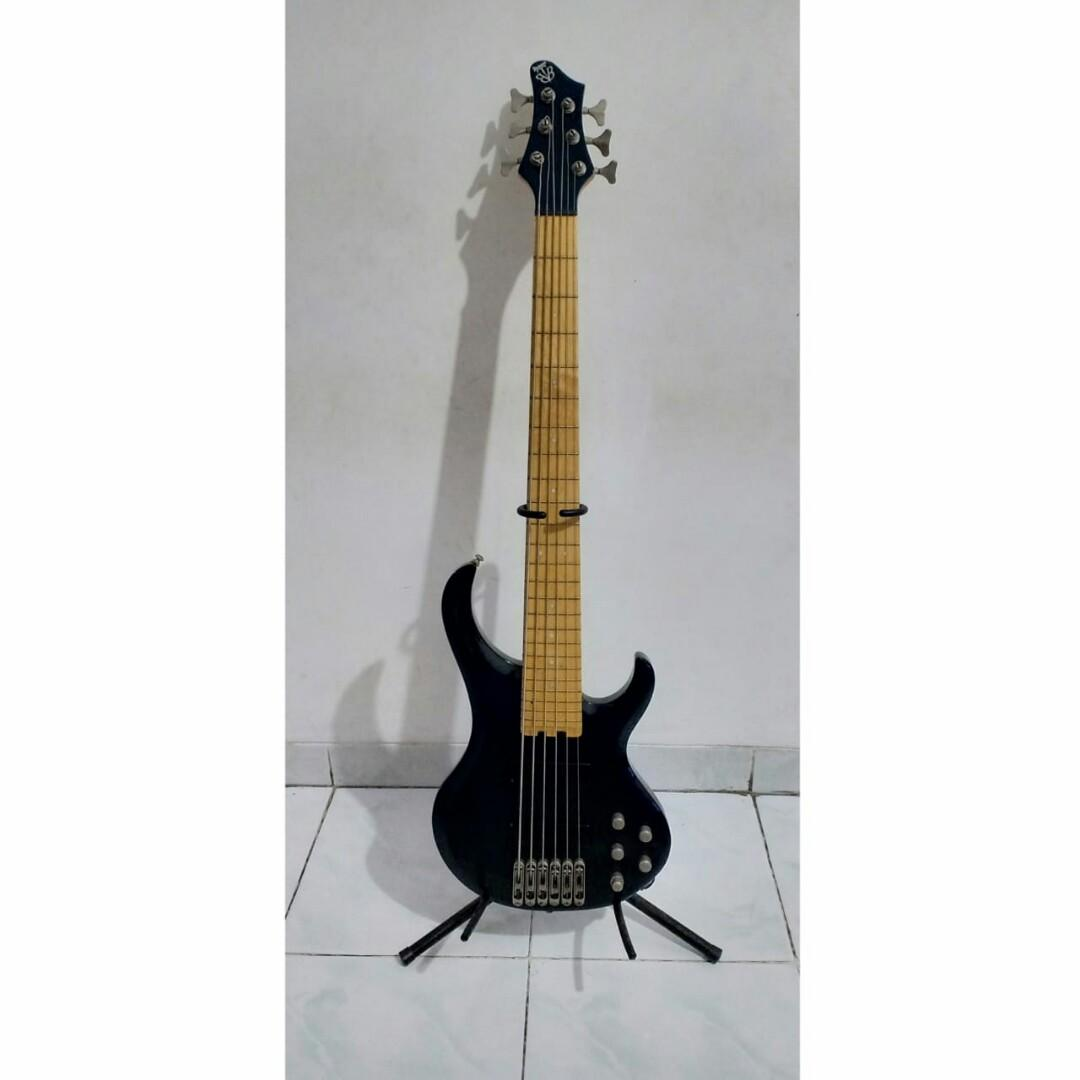 Ibanez BTB 6 string,  original with maple fretboard.