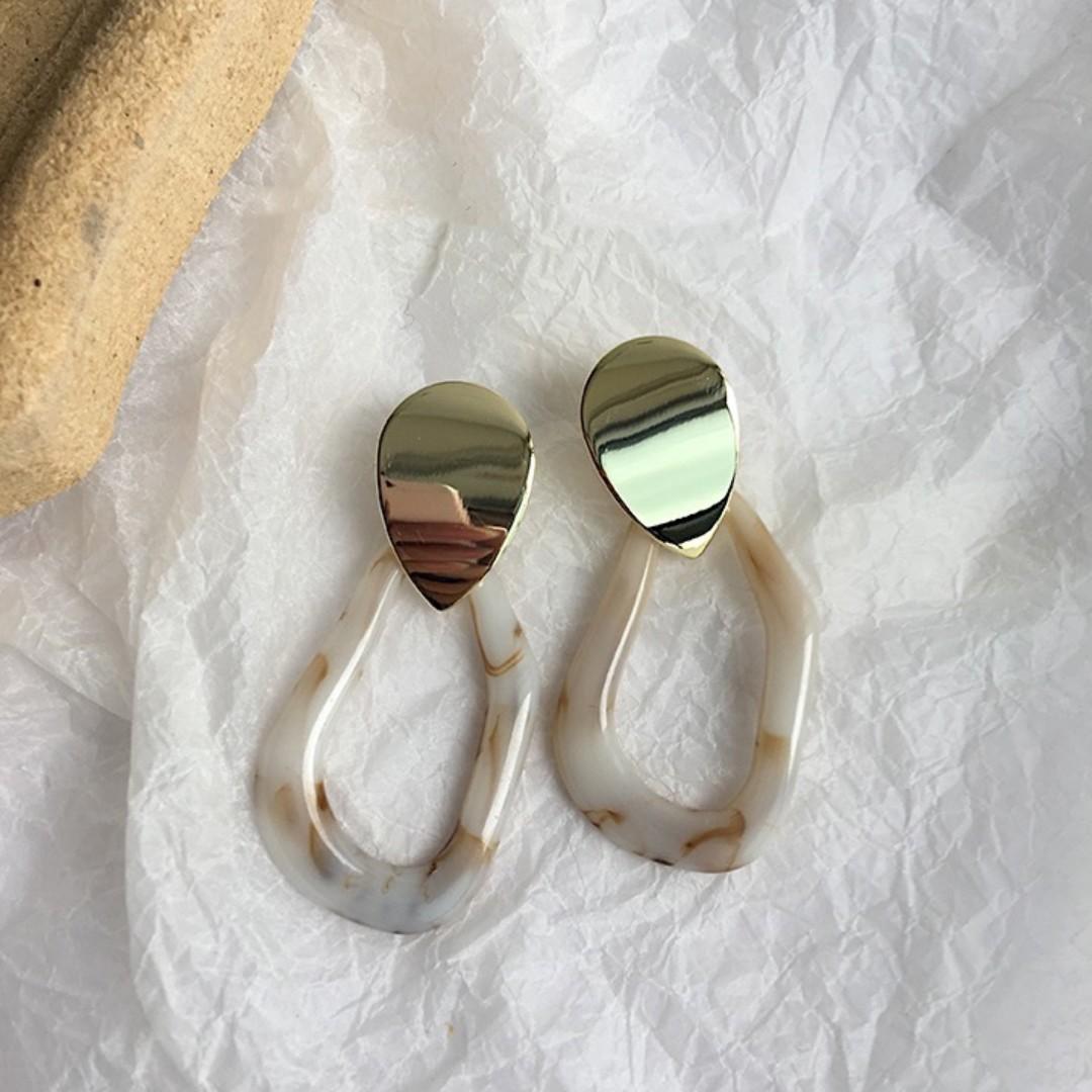 Preorder- Trendy marble w/ gold details loop earrings