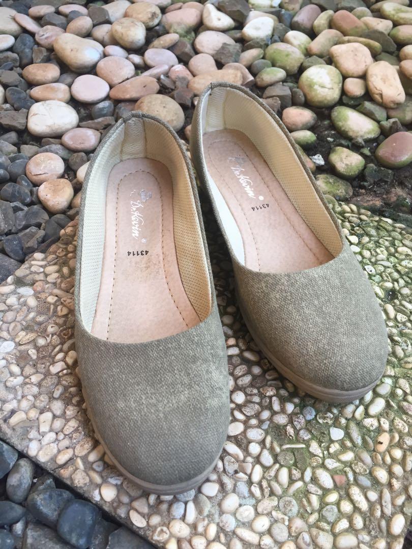 Sepatu Wanita Dr. Kevin