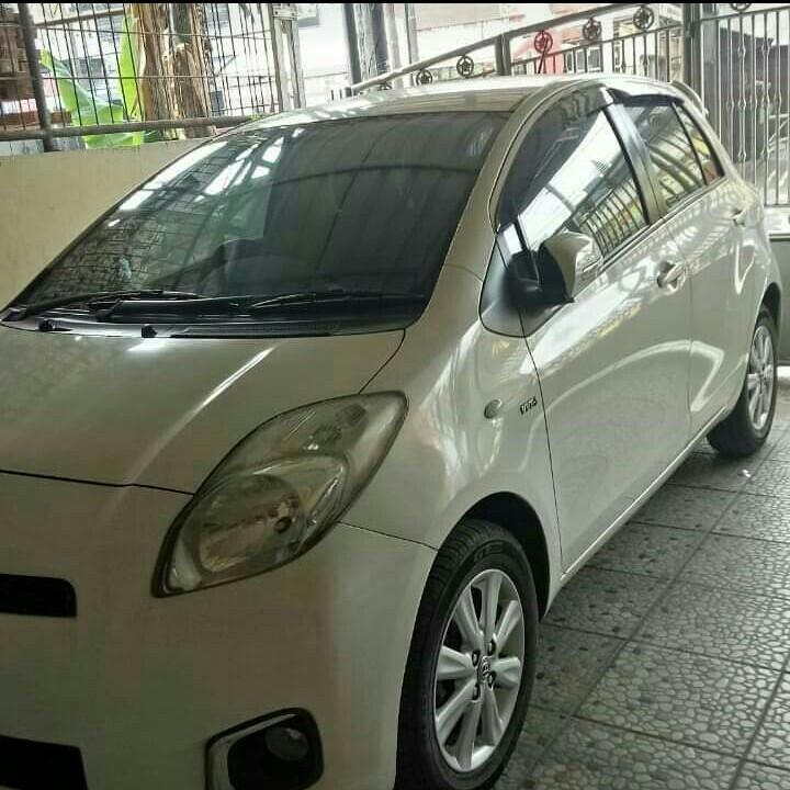 Toyota Yaris Tipe J Manual Tahun 2013 Warna Putih.