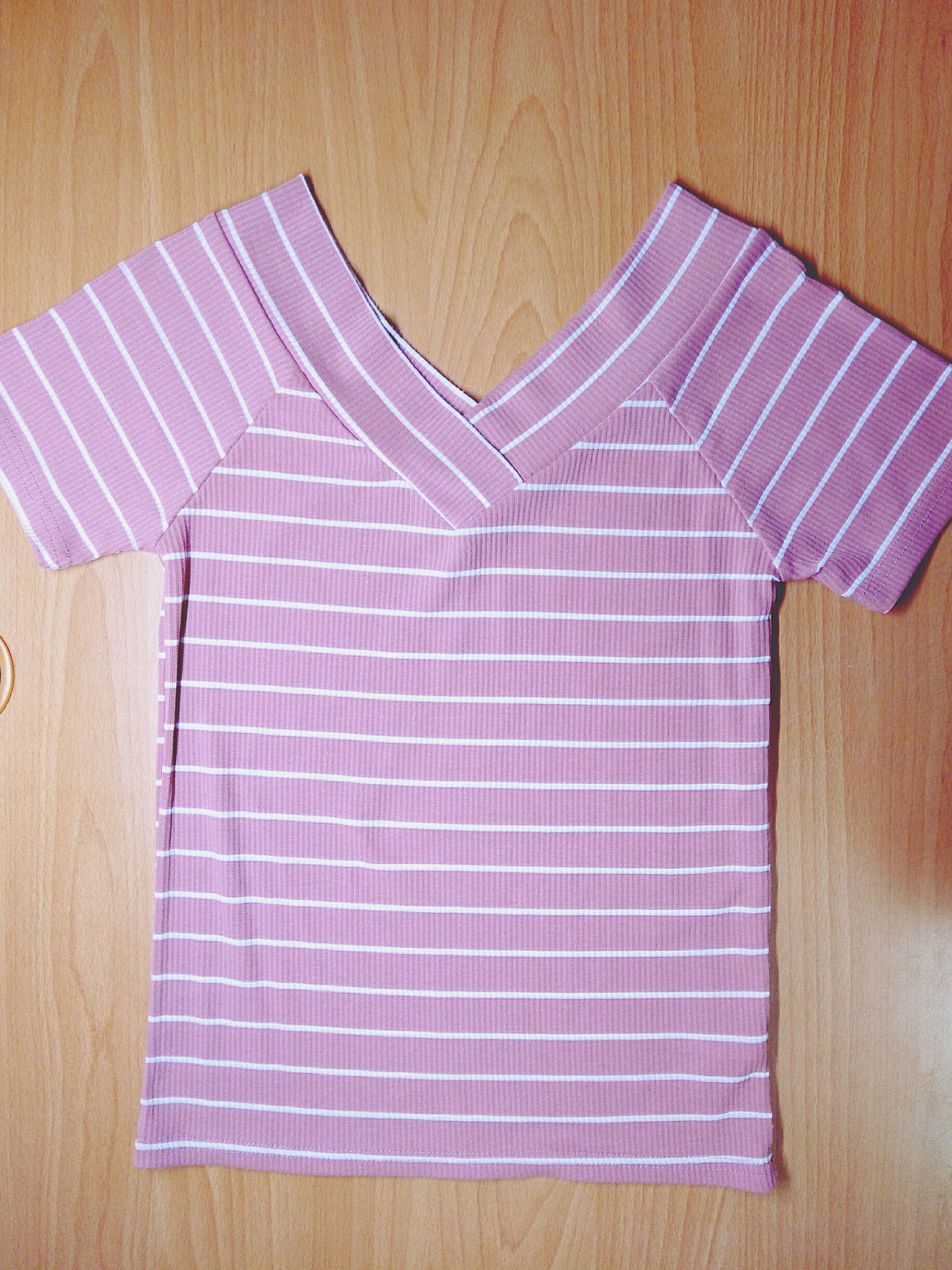 粉紅色條紋v領上衣