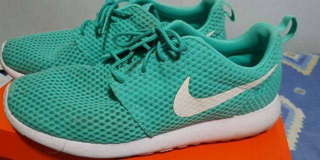 Nike Roshe run mint green
