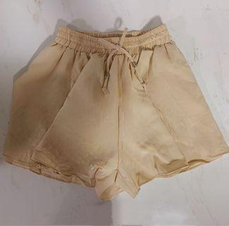 🚚 FLARE SHORTS IN BEIGE