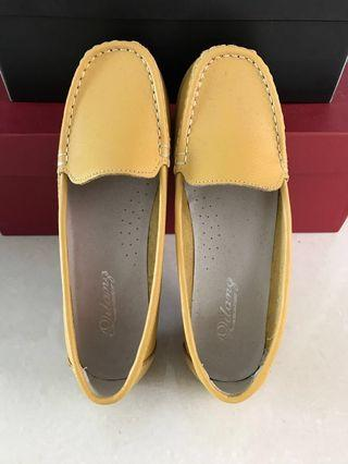 🚚 [Worn 1x] PU Leather Slip-on Boat Shoes in Yellow