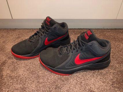 Nike Overplay VIII Sneakers
