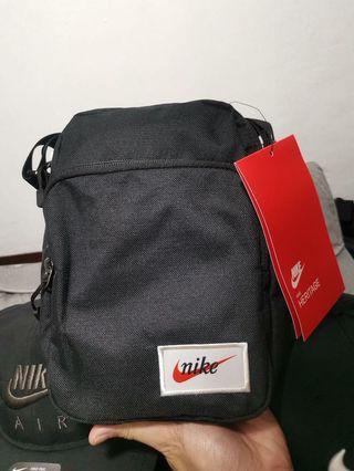 a1ba1873c nike sling bag | Men's Fashion | Carousell Philippines
