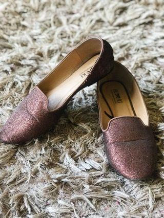 Gold glitter flat shoes