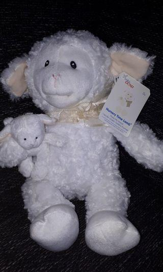 Gund Nursery time lamb moving mouth and recites rhymes