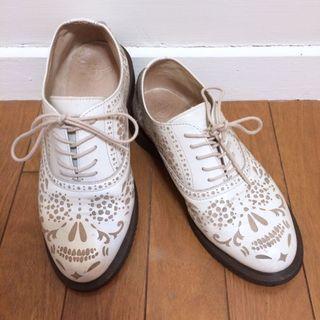 🌙Dr.Martens正櫃白色雕花綁帶皮鞋38/UK5•Vintage