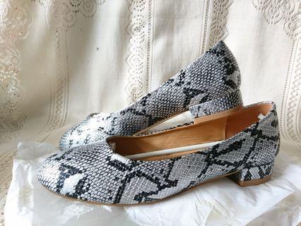 全新RAID銀色平底鞋 購自英國 高踭低跟 灰色OL小圓頭返工鞋 Women Shoes Flats UK5號 38碼