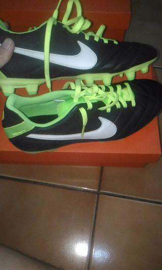Sepatu Bola Nike tiempo IV