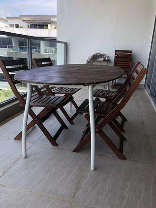 Outdoor table + 5 chairs