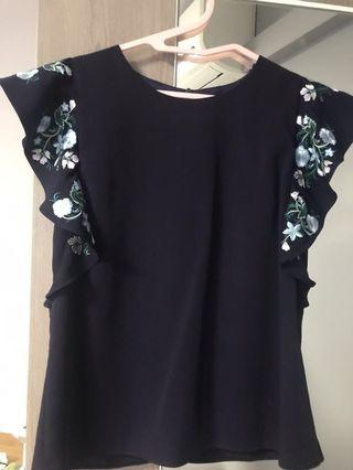 Size M Theclosetlover TCL embroidery sleeve top