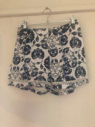 MISSGUIDED blue and white shorts