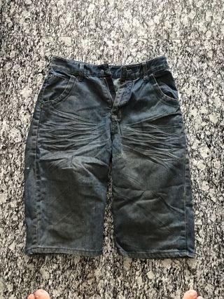Free Bermuda jean size 30 (for her)