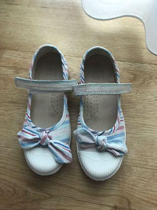 🚚 Trainers girls shoes size 11