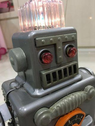 Robot old school battery operated