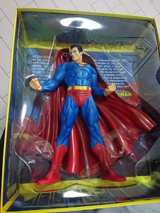 🚚 Superman For Tomorrow Vinyl Statue