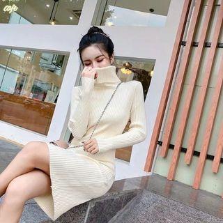 全新厚版針織米白高齡羅紋洋裝