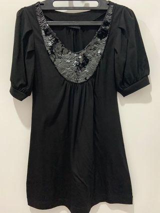 Baju hitam manik-manik