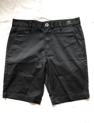 男黑色短褲