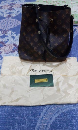 Tas Louis Vuitton Neo Noe