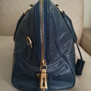 🚚 🔥Fire Sale! 🔥Prada Handcarry/ Sling Bag
